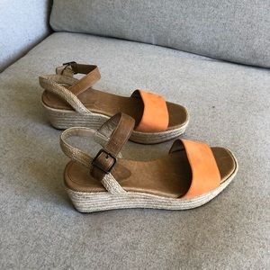 Great condition woven Eileen Fisher sandals